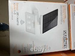 Steinel XSolar LS LED PIR Solar Wall Light White 671006